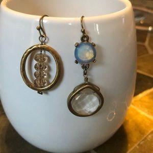 Jewelry - Antique gold metal dangle earrings